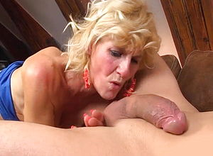 eating tight pink pussy