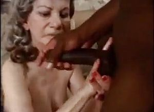 Grannies,interracial,oldie,pissing